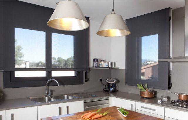 De 100 fotos de cortinas de cocina modernas for Estores cocina modernos