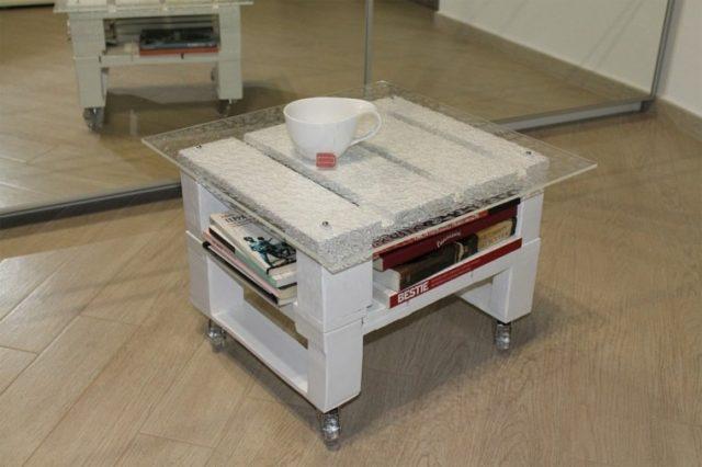 muebles-con-palets-mesa-con-soporte-cristal