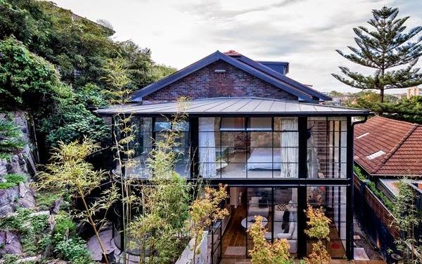 house-facade-of-glass