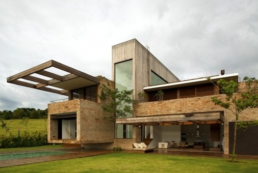 M s de 200 fotos de fachadas de casas modernas y bonitas for Casa minimalista rustica