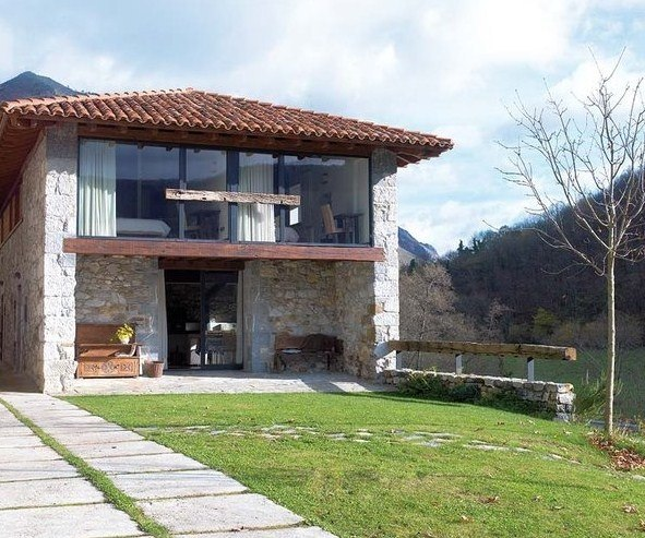 house-rustic-and-modern-with-stones-on-the-facade