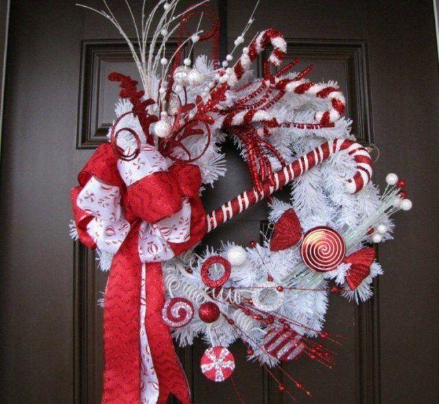 coronas-de-navidad-blanca-adornos-rojos