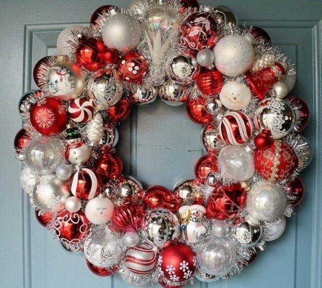 M s de 50 fotos de coronas de navidad 2018 para decorar for Arbol de navidad con bolas rojas