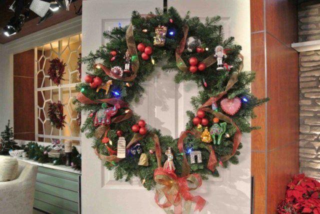 coronas-de-navidad-puerta-blanca