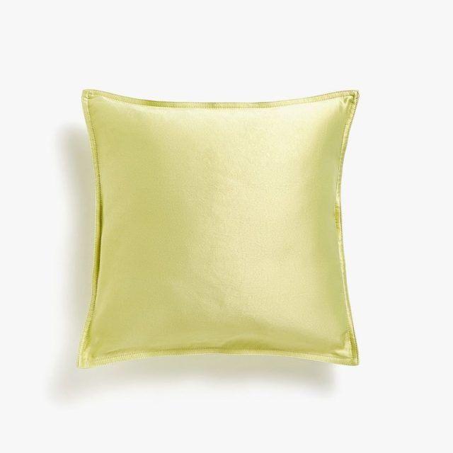 34438ef7e84 Aquí puedes ver más ideas de cojines en tendencias de ropa de cama Invierno  2019