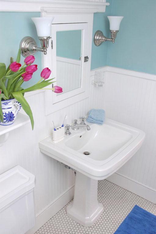 bano-pequeno-decoracion-colores-claros-600x902