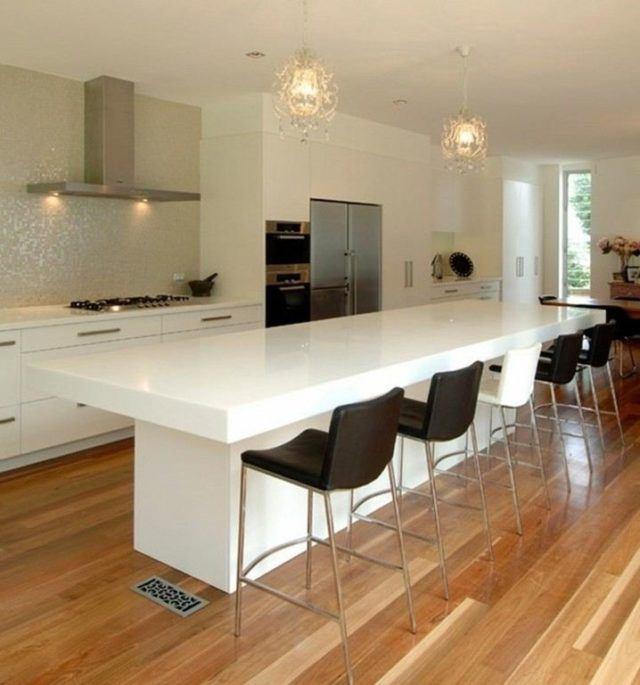 cocinas-con-barra-minimalista-blanca