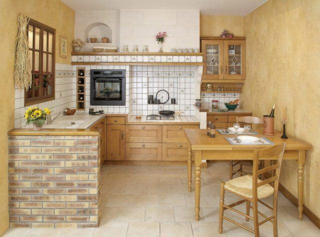 cocinas-empotradas-pequenas-madera-con-azulejos