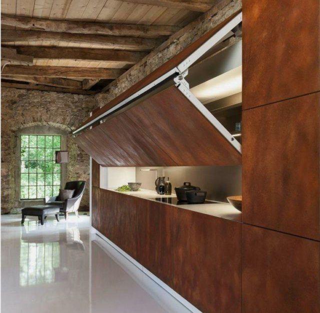 cocinas-empotradas-pequenas-madera-escondida