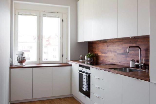 cocinas-empotradas-pequenas-madera-y-blanca