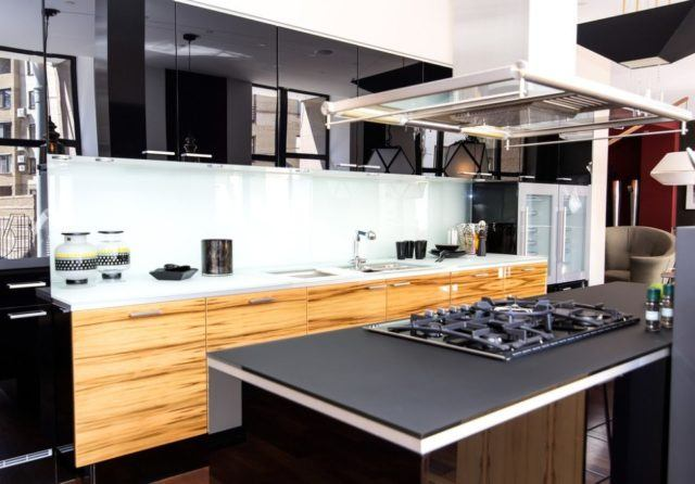 cocinas-negras-madera-brillo