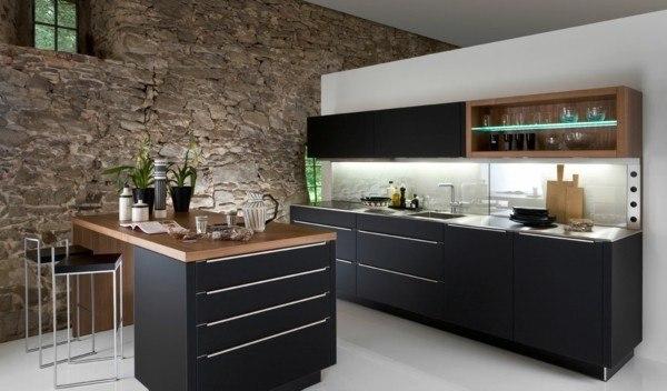 cocinas-negras-madera-pared