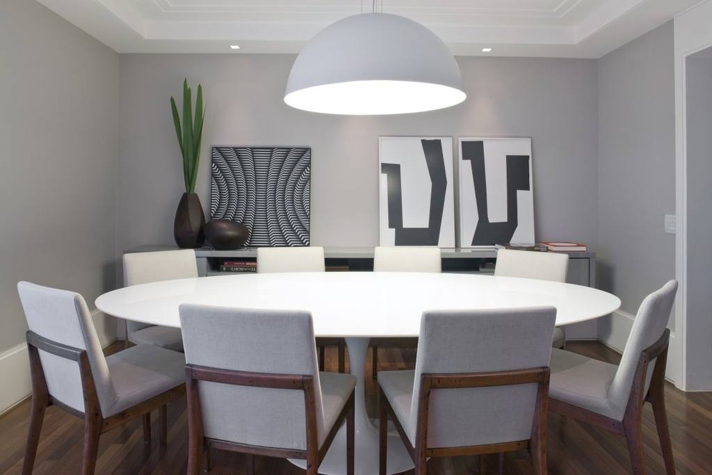 M s de 40 fotos de comedores con mesas redondas for Sillas de comedor minimalistas