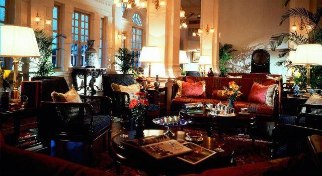 Decoraci n de salones coloniales colores muebles y consejos for Muebles salon colonial blanco