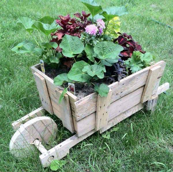 M s de 50 fotos de jardines decorados con palets for Ideas con palets para jardin