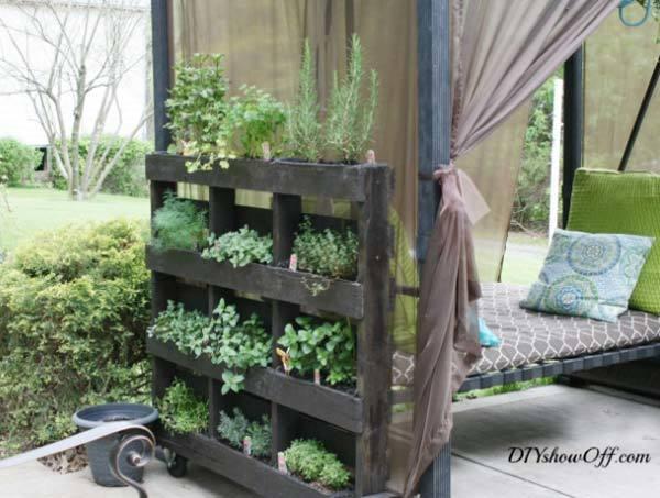 ms de fotos de jardines decorados con palets