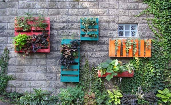 M s de 50 fotos de jardines decorados con palets for Jardines bien decorados