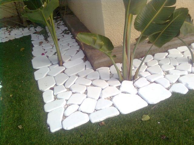M s de 20 fotos de jardines con piedras que os van a encantar for Jardines adornados con piedras