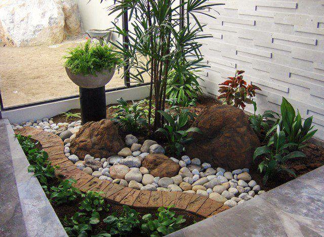 M s de 20 fotos de jardines con piedras que os van a for Arbustos para patios