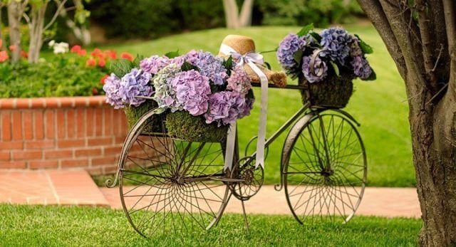 30 ideas para decorar el jard n con cosas recicladas - Bicicleta macetero ...