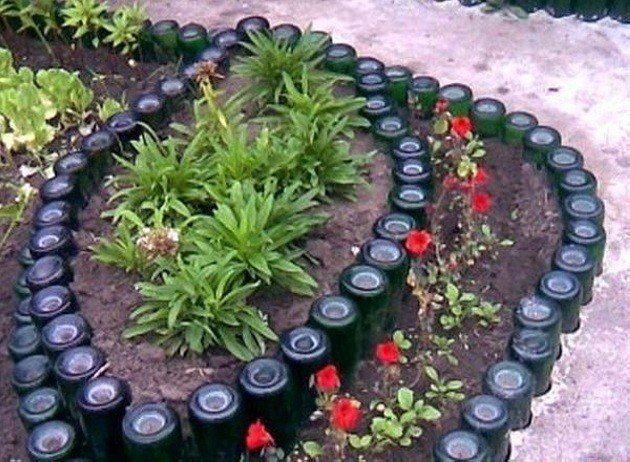 jardn decorado con botellas