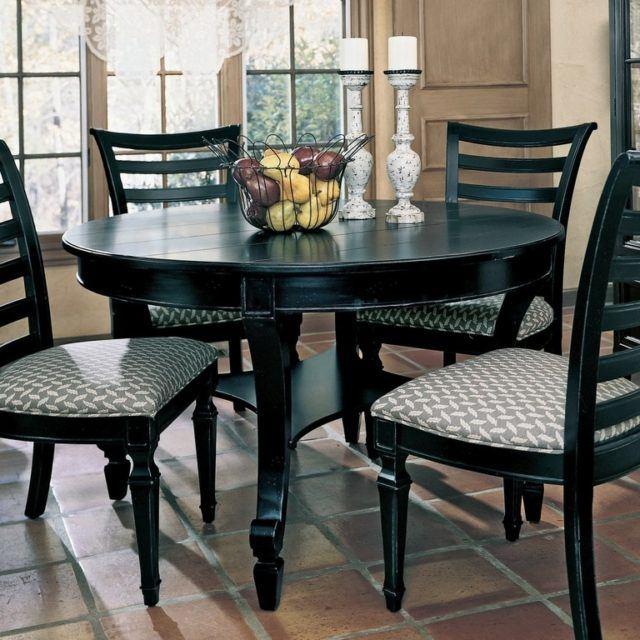 M s de 40 fotos de comedores con mesas redondas for Comedores redondos de vidrio