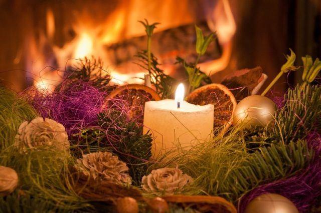 Centros de mesa navidenos con velas y frutas secas