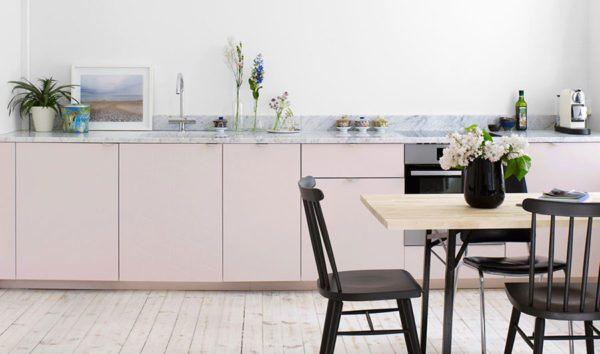 Cocinas rosas diseño de cocina rosa con suelo blanco sillas negras