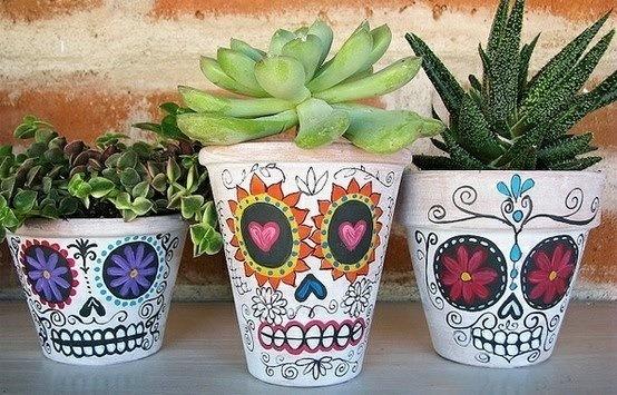 Macetas decoradas ideas originales hechas a mano - Decoracion de macetas de plastico ...