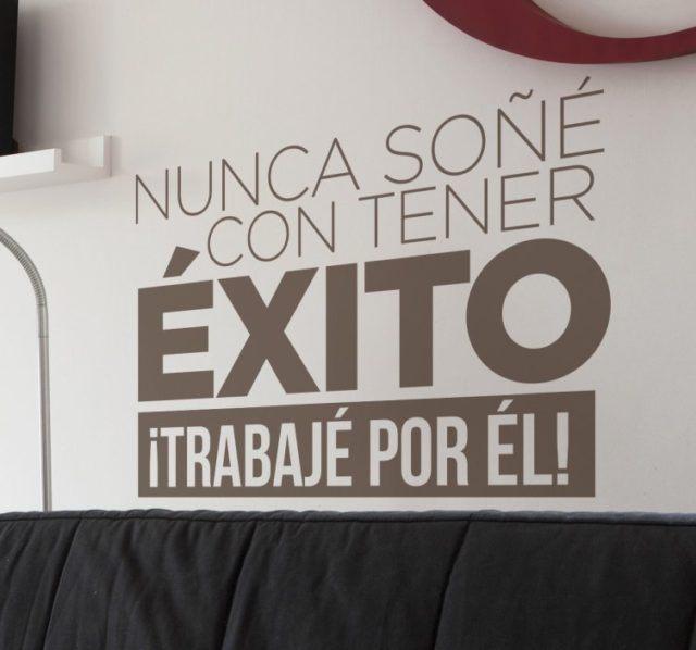 10 cuadros y vinilos con frases de motivación para decorar la oficina