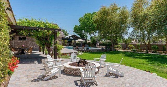 Jardin con terraza estilo hotel