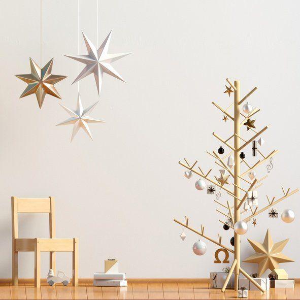 Arboles de navidad modernos diferentes y originales con barras de madera y adornos