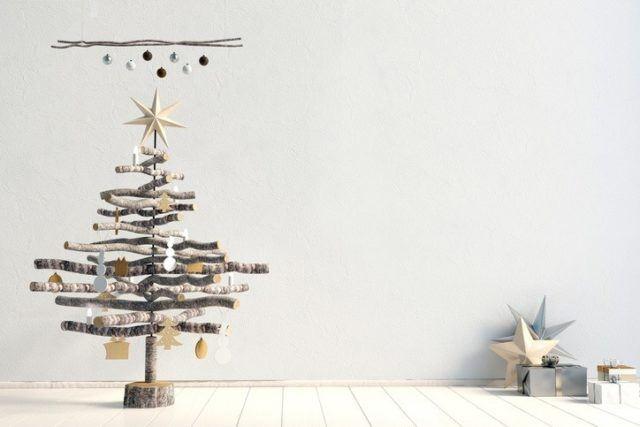 Arboles de navidad modernos diferentes y originales con troncos pequenos y adornos