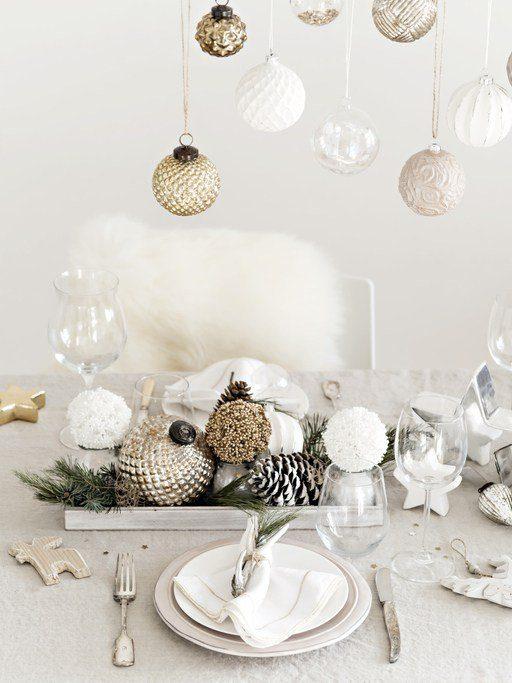 Bolas de navidad blancas transparentes doradas
