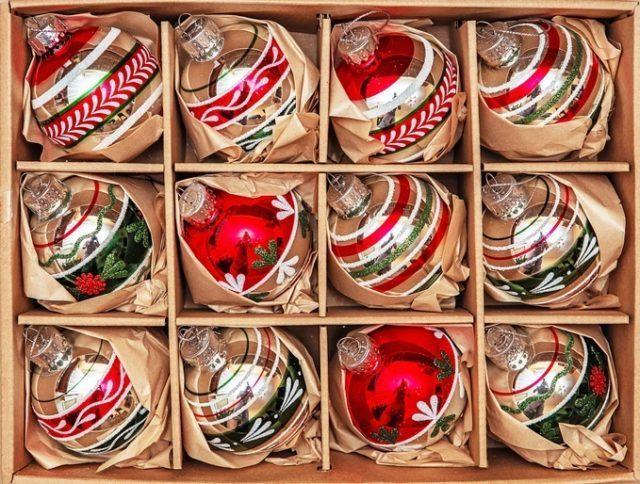 Bolas de navidad transparentes de colores