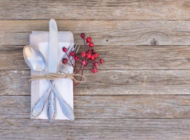 Como decorar la mesa en navidad con pequenos detalles