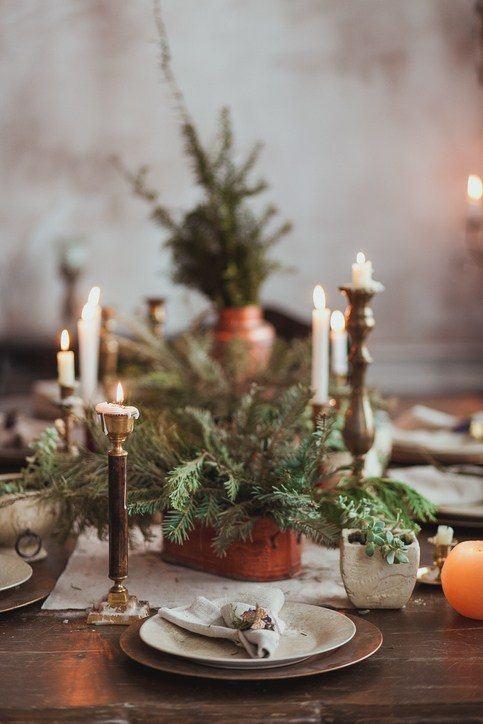 Como decorar la mesa en navidad con ramas de abeto y velas