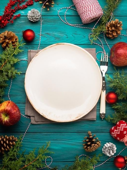 Como decorar la mesa en navidad muy colorida roja verde y azul