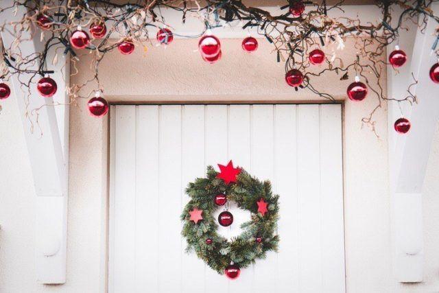 Coronas de navidad originales con estrellas roja