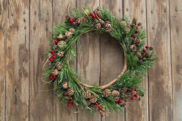 Coronas de navidad originales con ramas de abeto