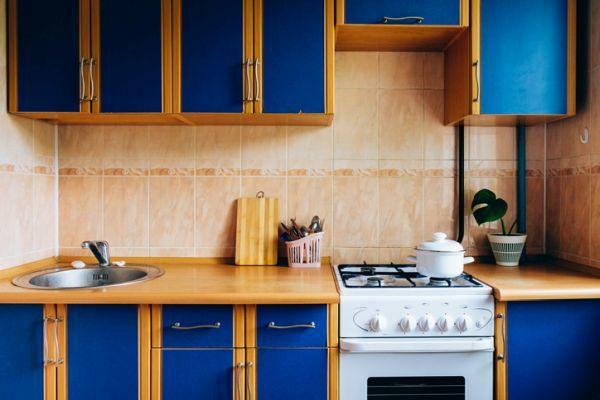 cocinas-antiguas-azul-istock