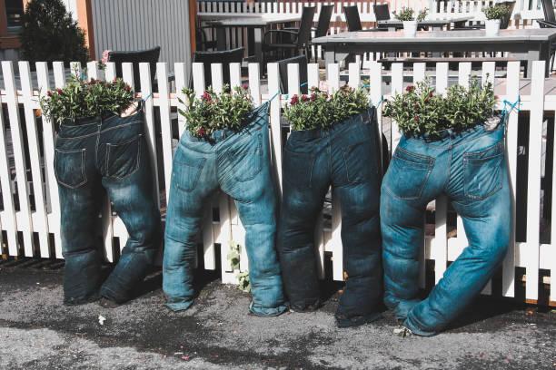 Jardines reciclados jardin con pantalones