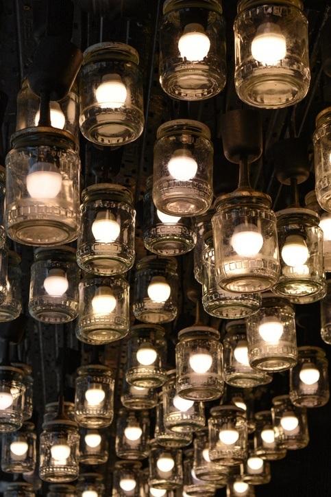Tarros de cristal decorados con bombillas