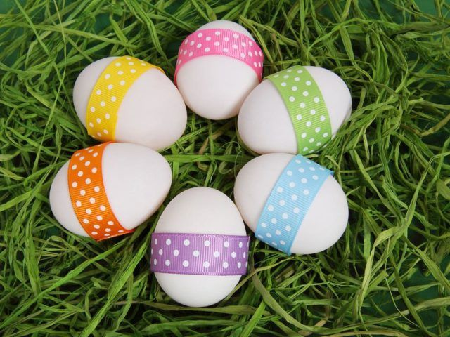 Como decorar huevos de pascua con cinta