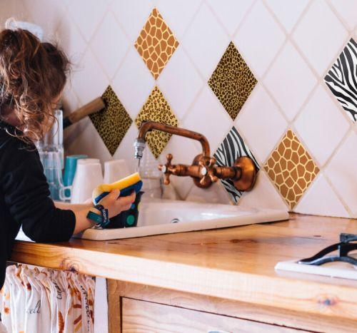 como-decorar-con-azulejos-vinilicos-animalprint-tenvinilos