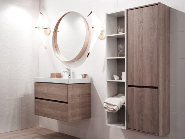 como-decorar-una-pared-con-espejos-bano-istock2