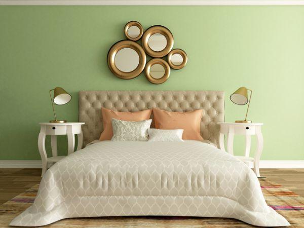 como-decorar-una-pared-con-espejos-dormitorio-istock4