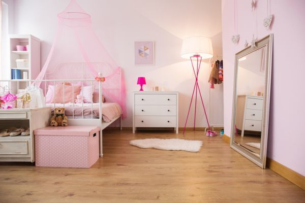 como-decorar-una-pared-con-espejos-dormitorio-istock6