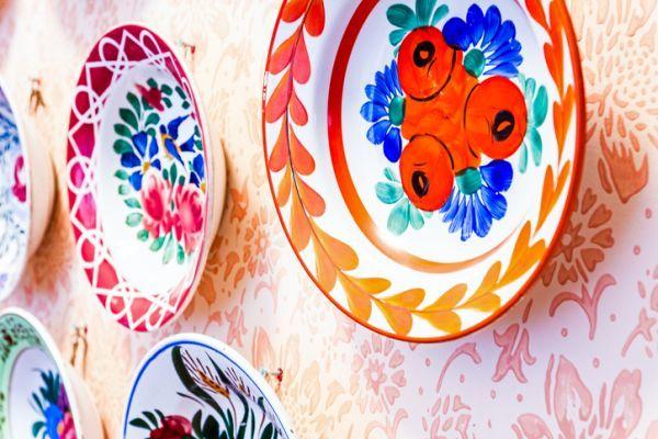 como-decorar-una-pared-con-platos-istock4