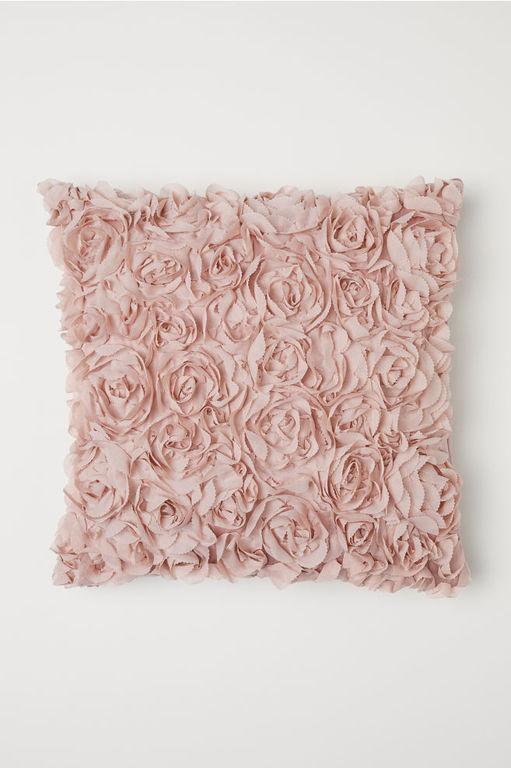 ideas-para-decorar-con-cojines-flores-de-gasa-hym